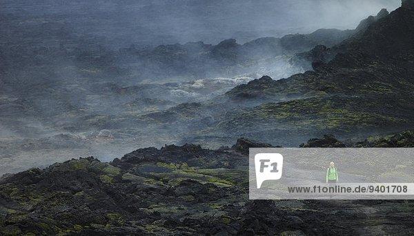 Frau Vulkan Lava Feld wandern Nord-Island