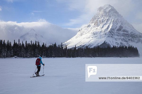 Nationalpark Frau Berg Gesundheitspflege See frontal Skisport streichen streicht streichend anstreichen anstreichend 2 Wigwam