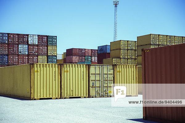 Stapel von Frachtcontainern
