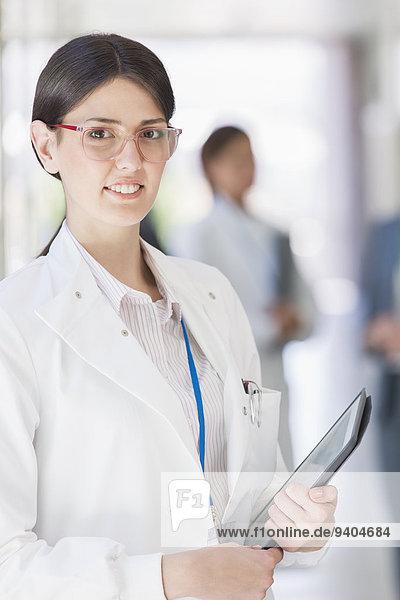 Wissenschaftler mit Tablet-Computer