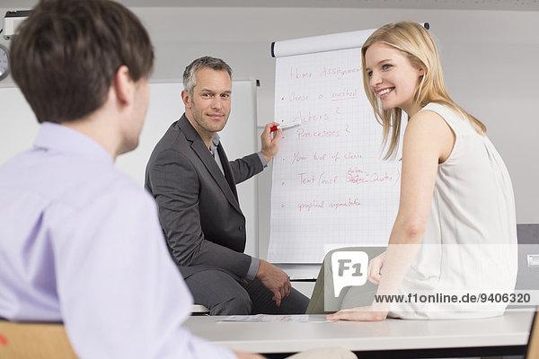 Mensch Büro Menschen Geschäftsbesprechung Besuch Treffen trifft Business