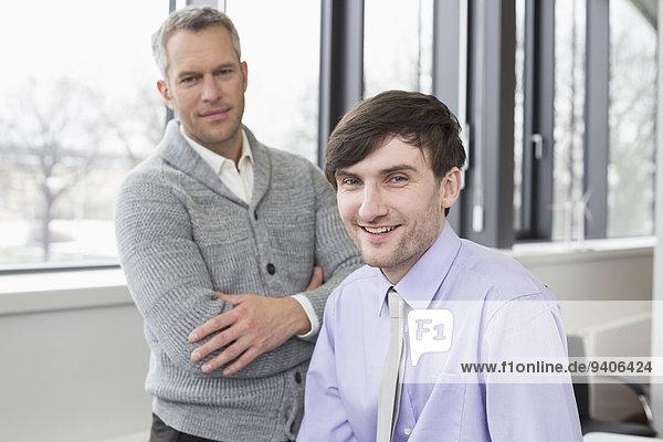 Portrait Geschäftsmann lächeln Büro