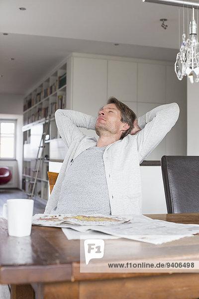 Mann Entspannung Stuhl reifer Erwachsene reife Erwachsene