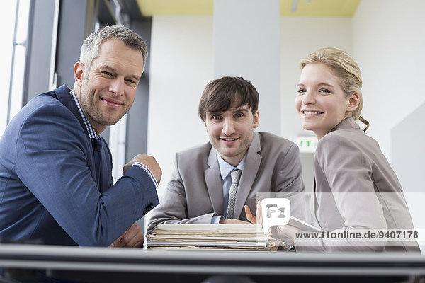 Portrait lächeln Büro Kollege