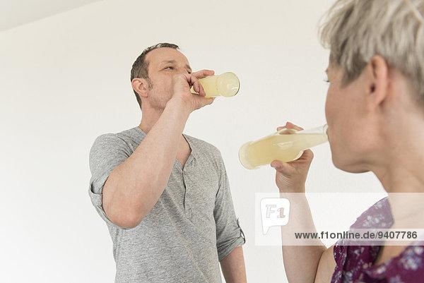 Getränk reifer Erwachsene reife Erwachsene trinken Flasche