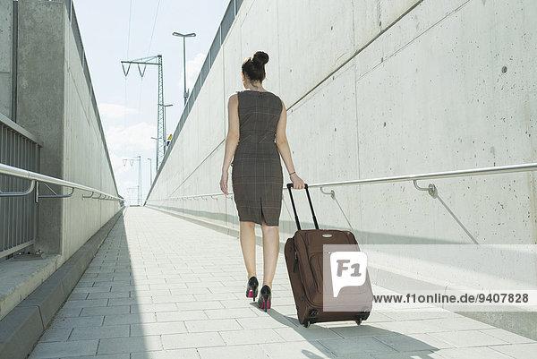 junge Frau junge Frauen Reise Business