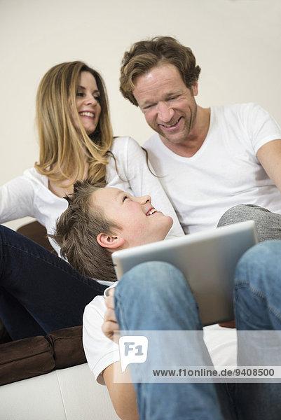 Fröhlichkeit Zimmer Tablet PC Wohnzimmer