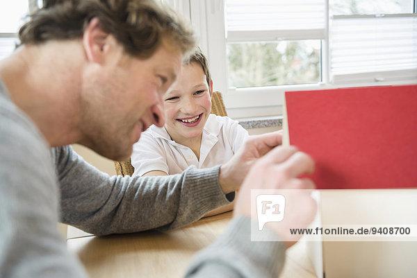Menschlicher Vater Sohn Modell Architektur Tisch