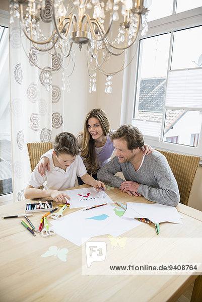 Fotografie Junge - Person Menschliche Eltern Zeichnung Tisch