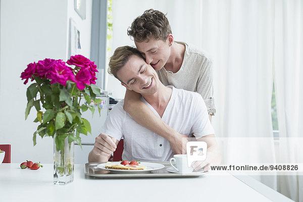 Zusammenhalt lächeln Homosexualität Frühstück