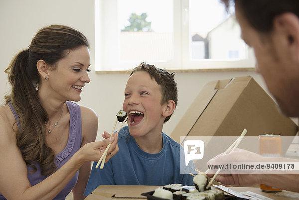 Sushi Bewegung essen essend isst Eigentumswohnung neues Zuhause