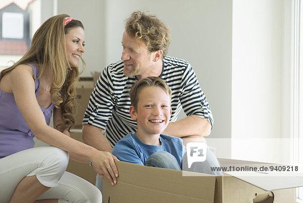 lächeln entfernen entfernt Eigentumswohnung spielen neues Zuhause