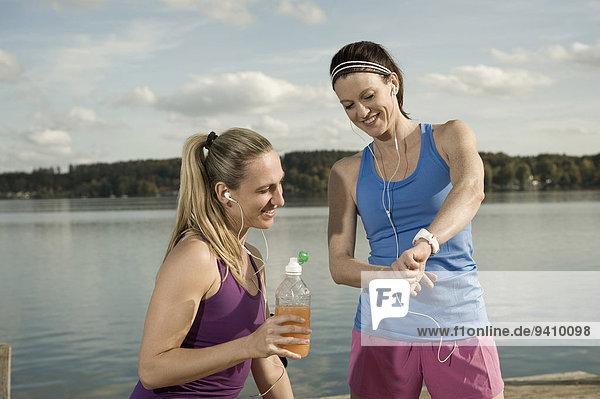 Jogging women taking a break  Woerthsee