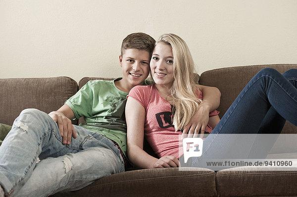 Interior zu Hause Portrait Jugendlicher Spaß