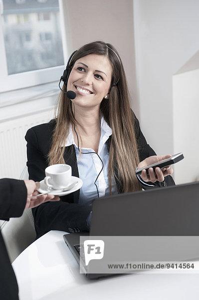 Portrait Frau Notebook lächeln jung Business
