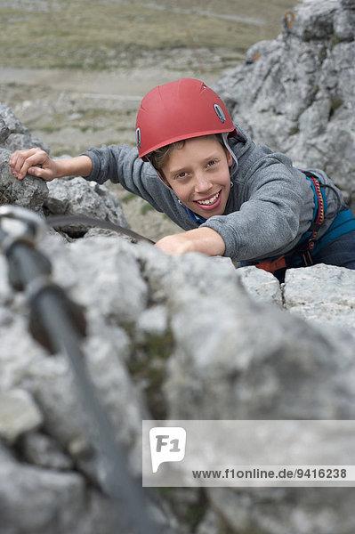Jugendlicher Junge - Person Sicherheit klettern Zuggeschirr Helm