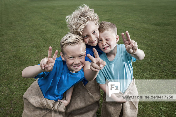 blond Pose Junge - Person jung 3