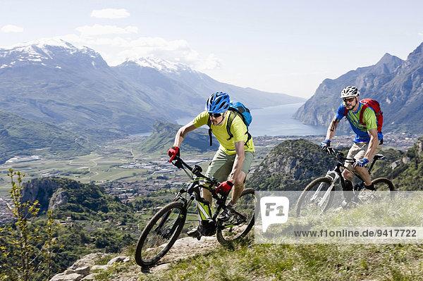 Wettrennen Rennen Mann Steilküste Tal