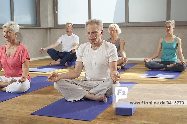 Senior, Senioren, Entspannung, Meditation, Yoga