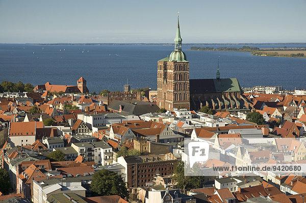 Stadtansicht mit St.-Nikolai-Kirche  Stralsund  Mecklenburg Vorpommern  Deutschland