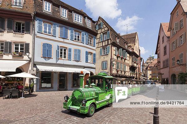 Touristenzug in der Altstadt  Colmar  Elsass  Frankreich