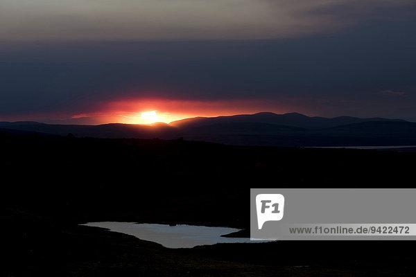 Sonnenuntergang hinter der Aschewolke und Gaswolke der Holuhraun-Spalteneruption,  nahe des Vulkans Bárðarbunga,  isländisches Hochland,  Nordost-Island,  Island