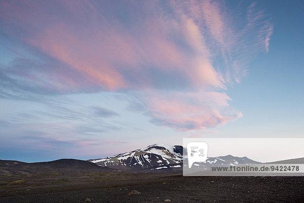 Rosa gefärbte Wolken über Mt. Snæfell  Abendstimmung im östlichen Hochland  Island