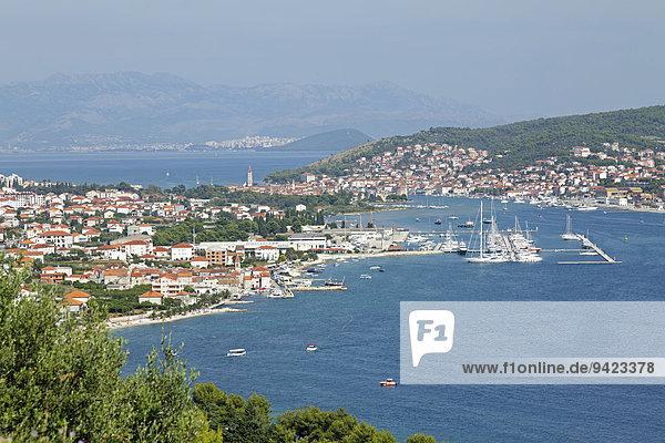 Ortsansicht Trogir  dahinter Split  Dalmatien  Kroatien