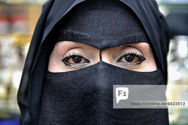 Porträt einer Muslimin  verschleiert  Salalah  Dhofar-Region  Orient  Oman