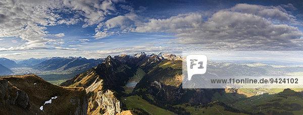 Alpstein mit Sämtisersee und Säntis im Appenzellerland  links das Rheintal  Schweiz  Europa