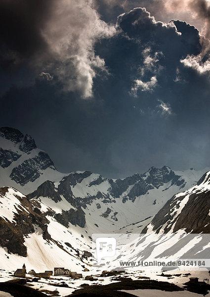 Gewitterstimmung im Alpstein  Meglisalp  Säntis  Altmann  Schweizer Alpen  Schweiz  Europa