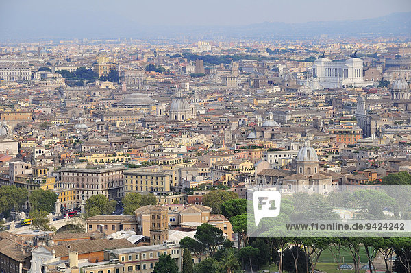 Blick über Rom von der Kuppel des Petersdoms  Vatikan  Rom  Latium  Italien