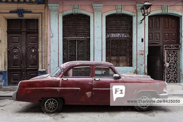 Oldtimer in der Altstadt von Havanna  Kuba