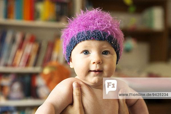 Baby  4-5 Monate  mit Mütze  Deutschland