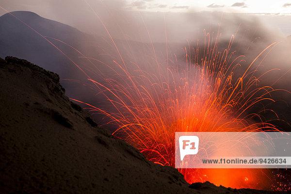 Eruption des Mount Yasur Vulkans  Insel Tanna  Vanuatu