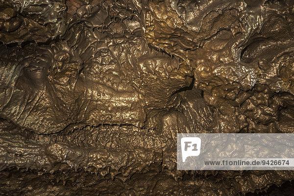Erkaltete Lava in unterirdischem Lavatunnel von Eruption des Vulkans Piton de la Fournaise  Le Grand Brulé  La Reunion