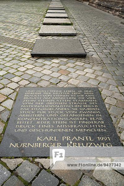 Gedenksteine an die Zwangsarbeiter des Dritten Reichs vor der Lorenzkirche  Nürnberg  Mittelfranken  Bayern  Deutschland