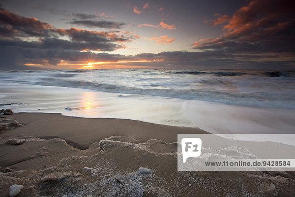 Sonnenuntergang am Strand von Westerland auf der Insel Sylt  Schleswig-Holstein  Deutschland  Europa