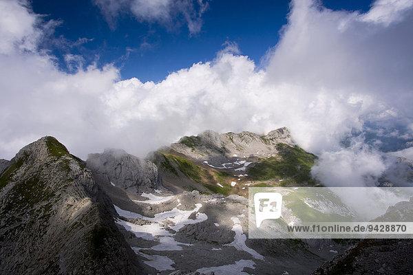 Wolkenstimmung im Alpstein vom Säntis aus beobachtet  Appenzell  Schweizer Alpen.