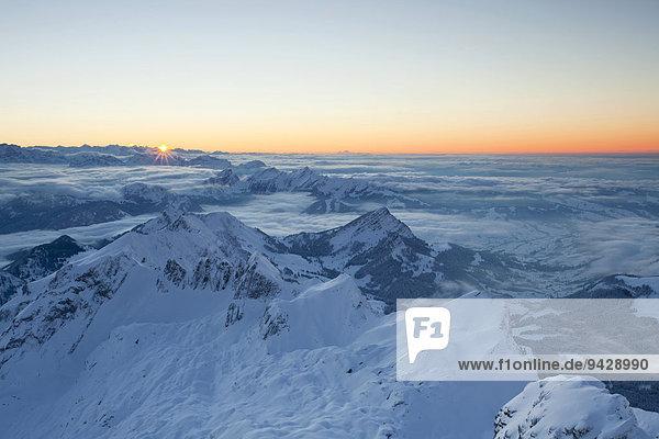 Abendstimmung im Winter auf dem Säntis im Appenzellerland  Schweizer Alpen  Schweiz  Europa