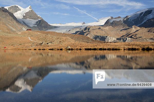 Geschlossene Fluhalp beim Stellisee im Abendlicht  Zermatt  Wallis  Schweizer Alpen  Schweiz  Europa  ÖffentlicherGrund