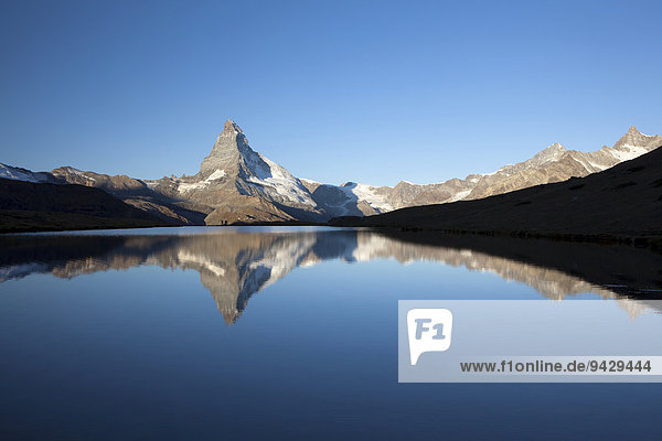 Morgenstimmung mit Matterhorn und Spiegelung im Stellisee  Zermatt  Wallis  Schweizer Alpen  Schweiz  Europa  ÖffentlicherGrund