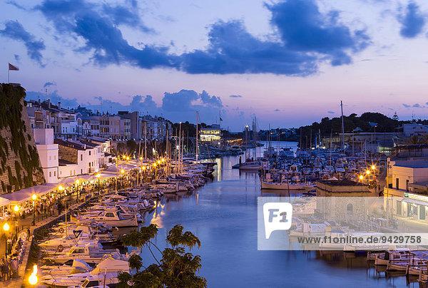 Abendstimmung im Hafen von Ciutadella  Ciudadela  Menorca  Balearen  Spanien