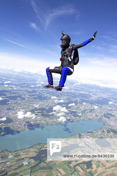 Fallschirmspringerin  Buttwil  Kanton Aargau  Europa