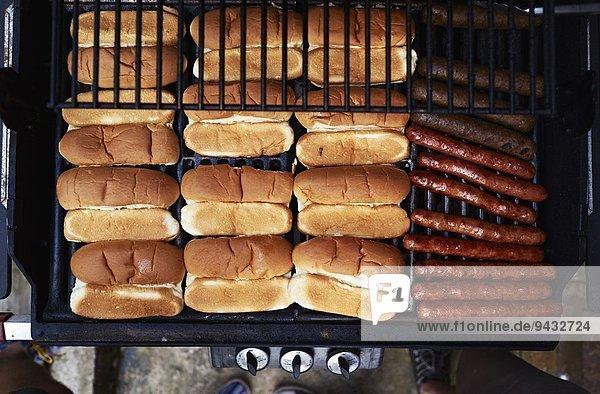 Hot Dogs auf dem Grill