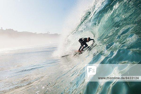 Mid adult man surfing rolling wave  Leucadia  Kalifornien  USA