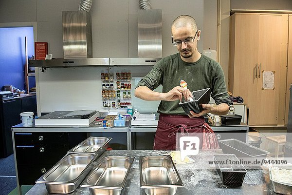 Brot Vorbereitung Nostalgie backen backend backt Bäcker Handwerker Niederlande Teig Gebäck