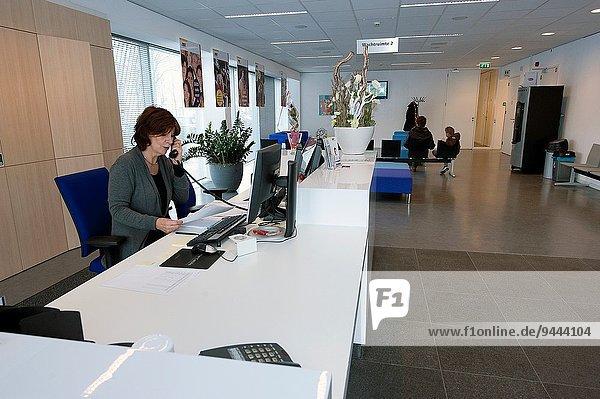 Schreibtisch Gebäude grüßen Büro Empfangsdame Niederlande Breda modern