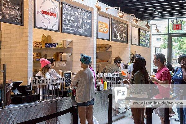 Lebensmittel offen Stärke Halle Quadrat Quadrate quadratisch quadratisches quadratischer Nostalgie Produktion Nachbarschaft Hamburger hoch oben Verkäufer Bier Brooklyn Krone Ramen
