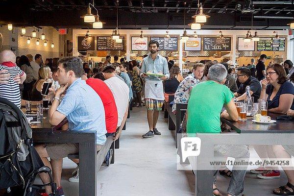 Lebensmittel offen Stärke Halle Quadrat Quadrate quadratisch quadratisches quadratischer Nostalgie Produktion bestellen Kunde Nachbarschaft Hamburger hoch oben Verkäufer Bier Berg Brooklyn Krone Ramen